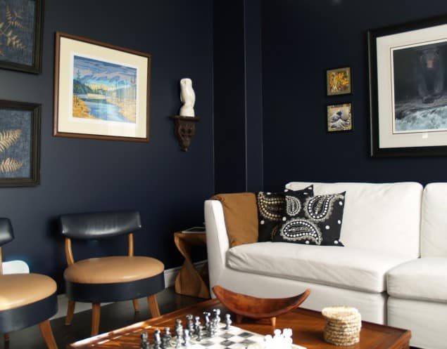 Trend moody hues and inky blues the design sheppard for Dark blue living room ideas