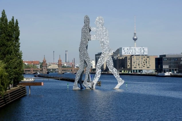 nhow hotel Berlin exterior view of molecule man