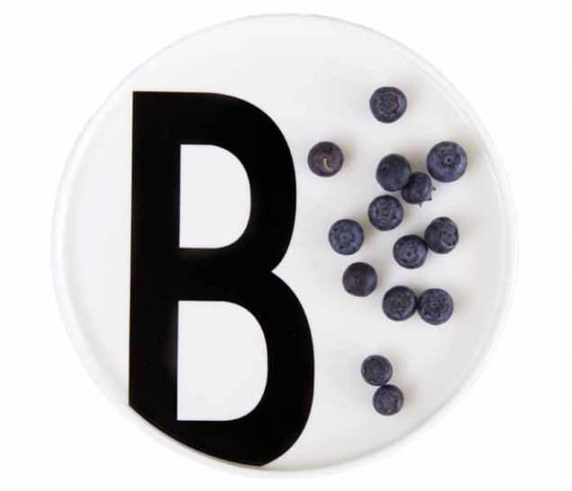 Design Letters & Friends Arne Jacobsen Vintage ABC B plate cut-out with blueberries
