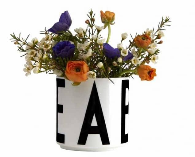 Design Letters & Friends Arne Jacobsen Vintage ABC storage jar (with flowers)