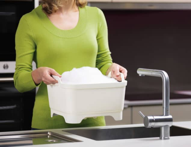 Joseph Joseph WASH&DRAIN washing up bowl - In use