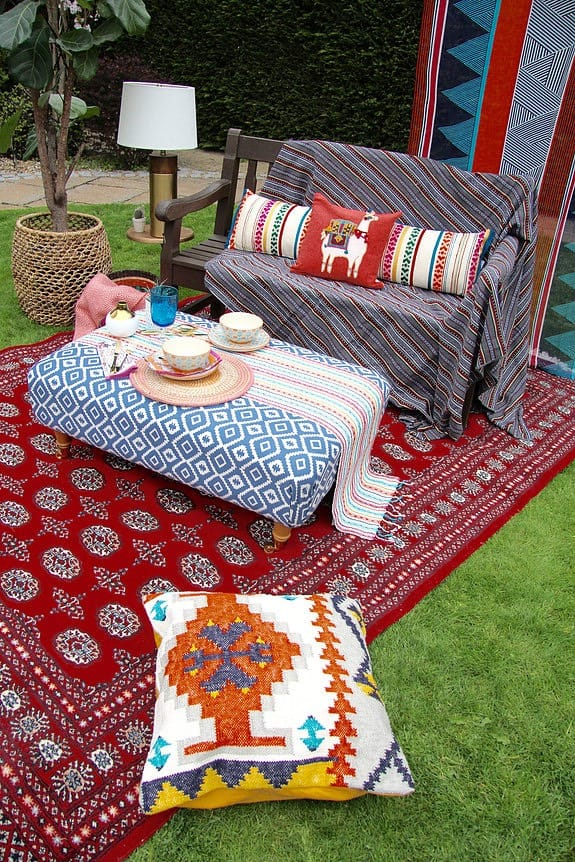 Seasons in Colour Garden Livingroom using throws, rugs and cushions