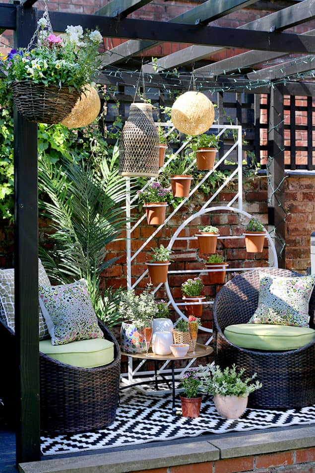 Swoonworthy Garden Makeover featuring plant stand, DIY outdoor lighting and faux plants