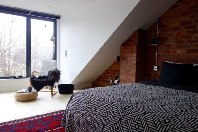 Implementering af en loftkonvertering kan hjælpe med at skabe merværdi til dit hjem.  Karen Knox fra Making Spaces konverterede sit loft med denne vidunderlige sovesal
