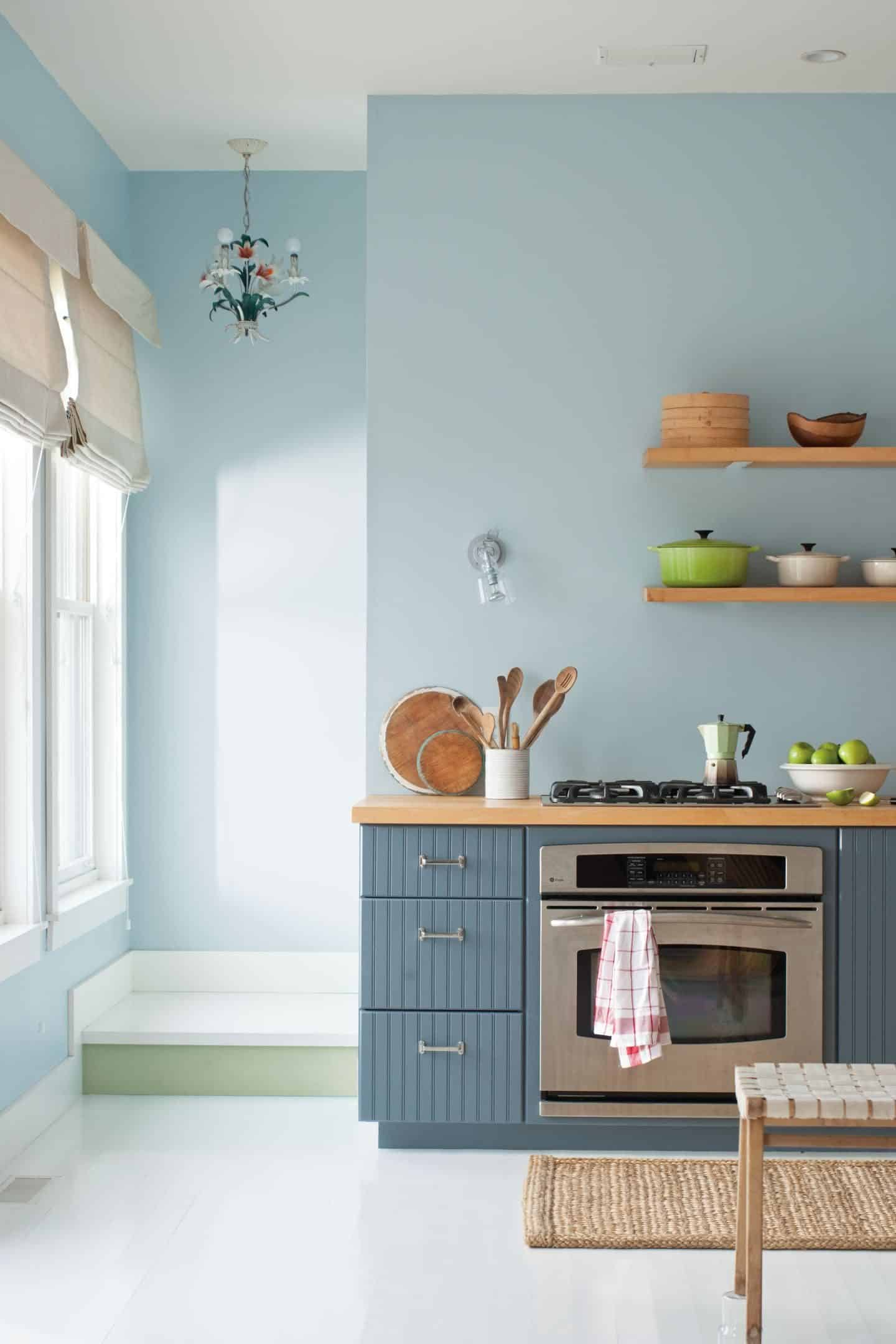 Colourful Kitchen cabinets in Benjamin Moore Normandy Blue