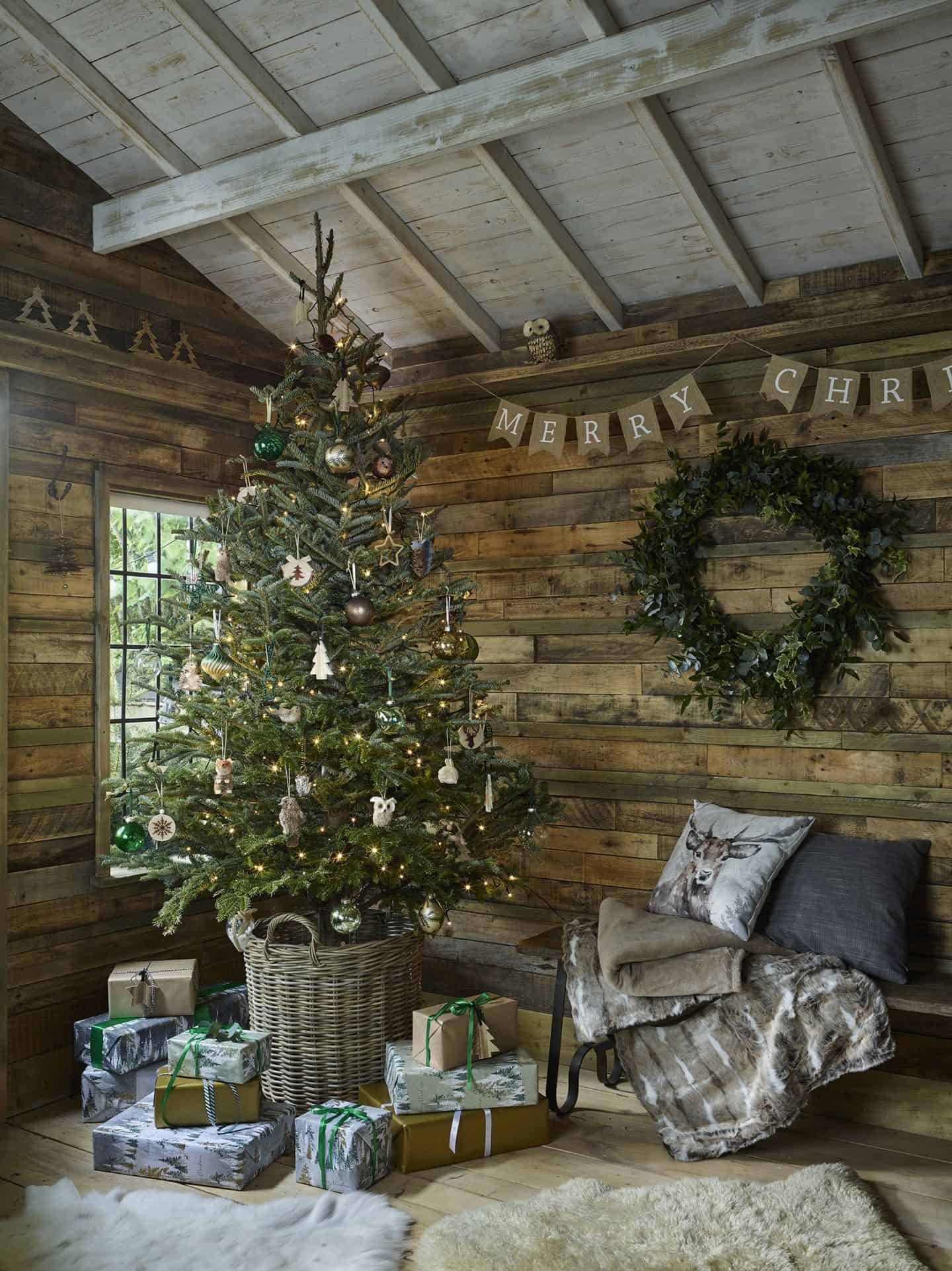 Dobbies Enchanted Garden Christmas Trend features organic and natural materials and textures, lots of green, woodland animals and touches of gold for added glamour.