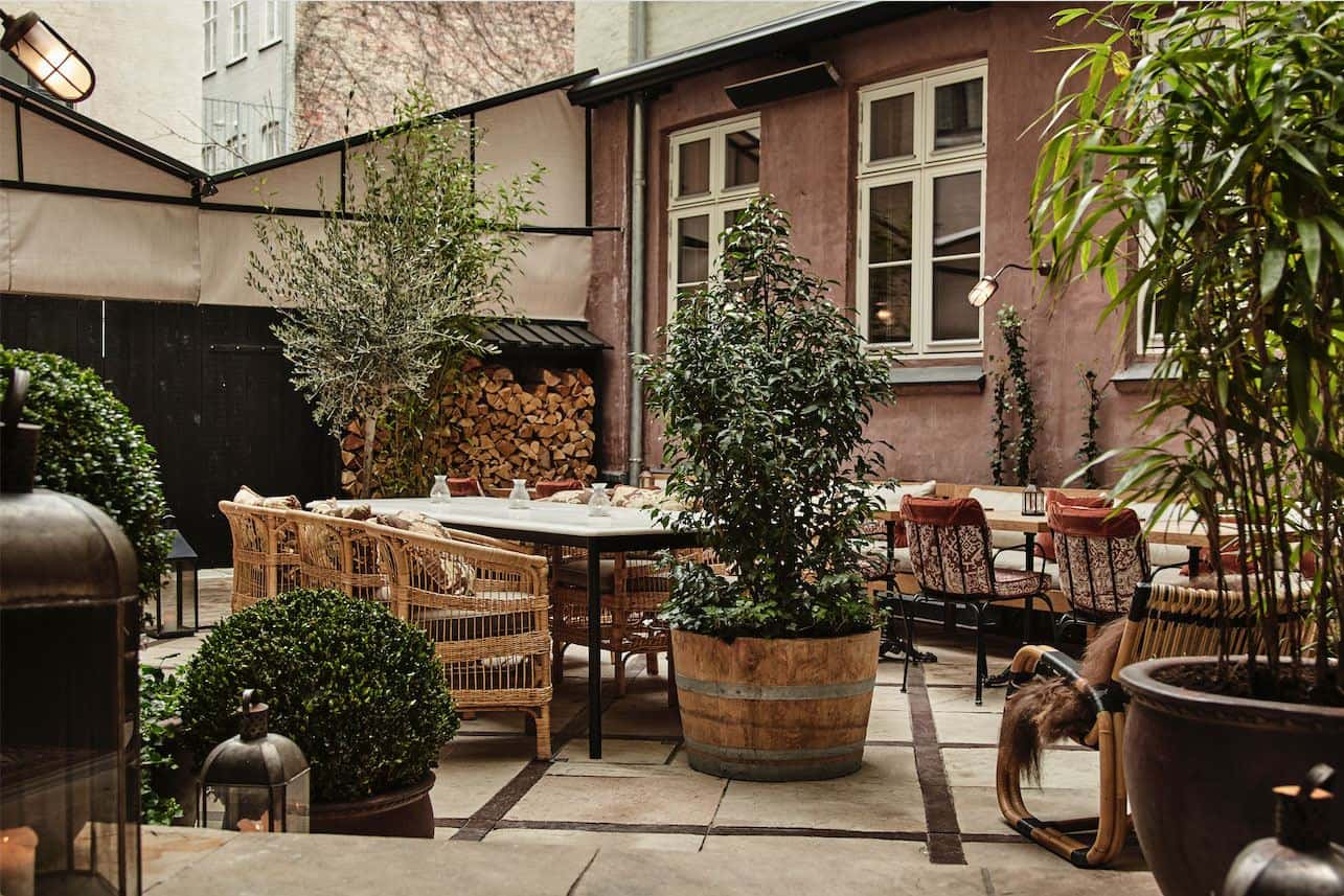 Sander Hotel, a design hotel in copenhagen. The courtyard is full of greenery and can be used all year round.