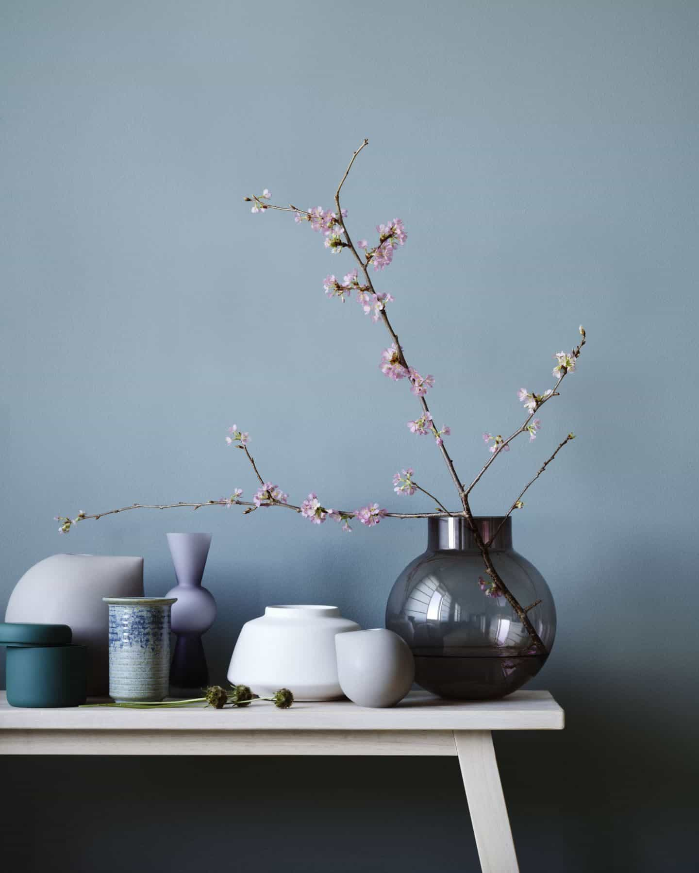 Japanese Style at Home Book Review - Ikebana, or the Japanese art of flower arranging, involves using as few stems as possible and arranging them asymmetrically to best highlight their natural beauty