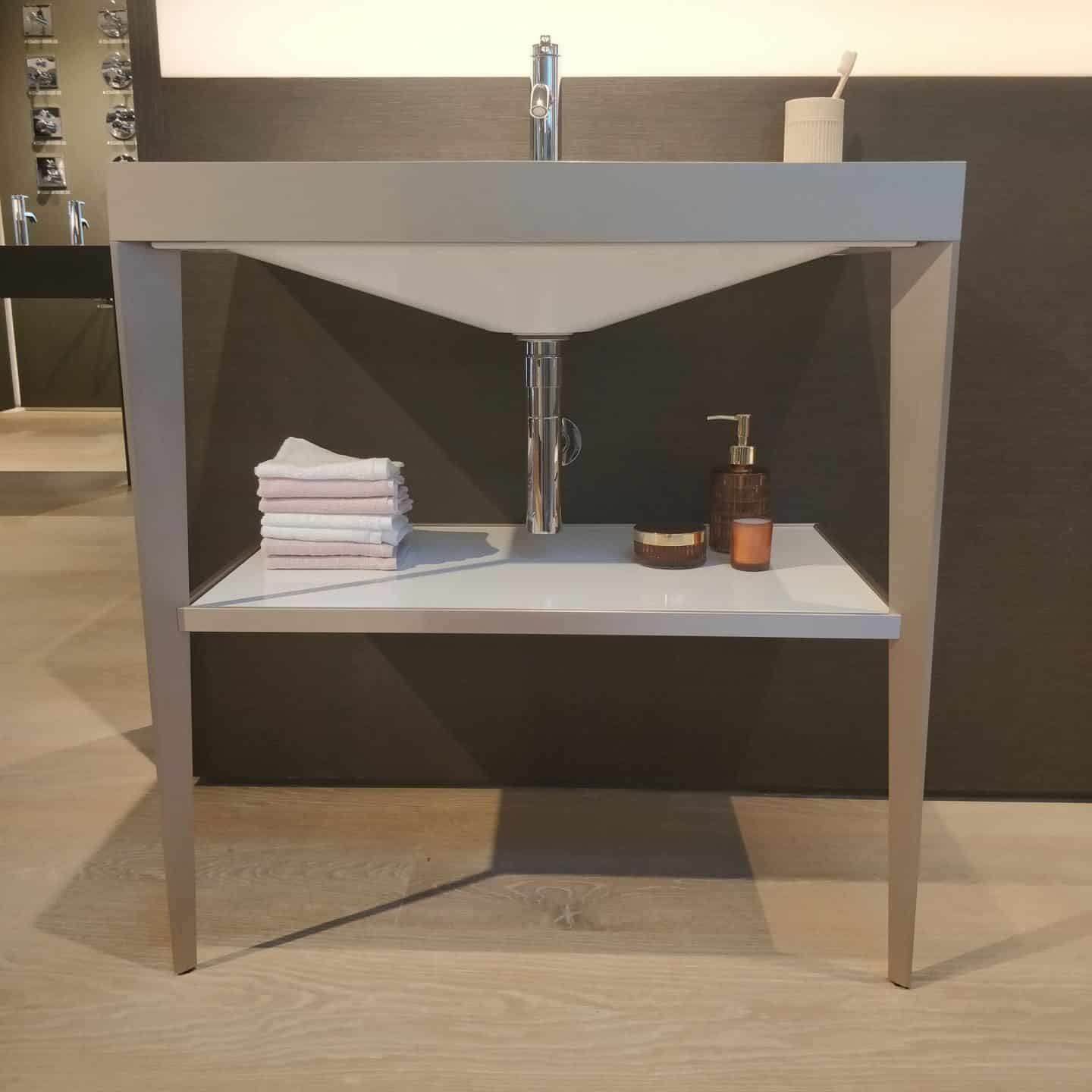 Viu / XViu washbasin in the Duravit Showroom in Clerkenwell