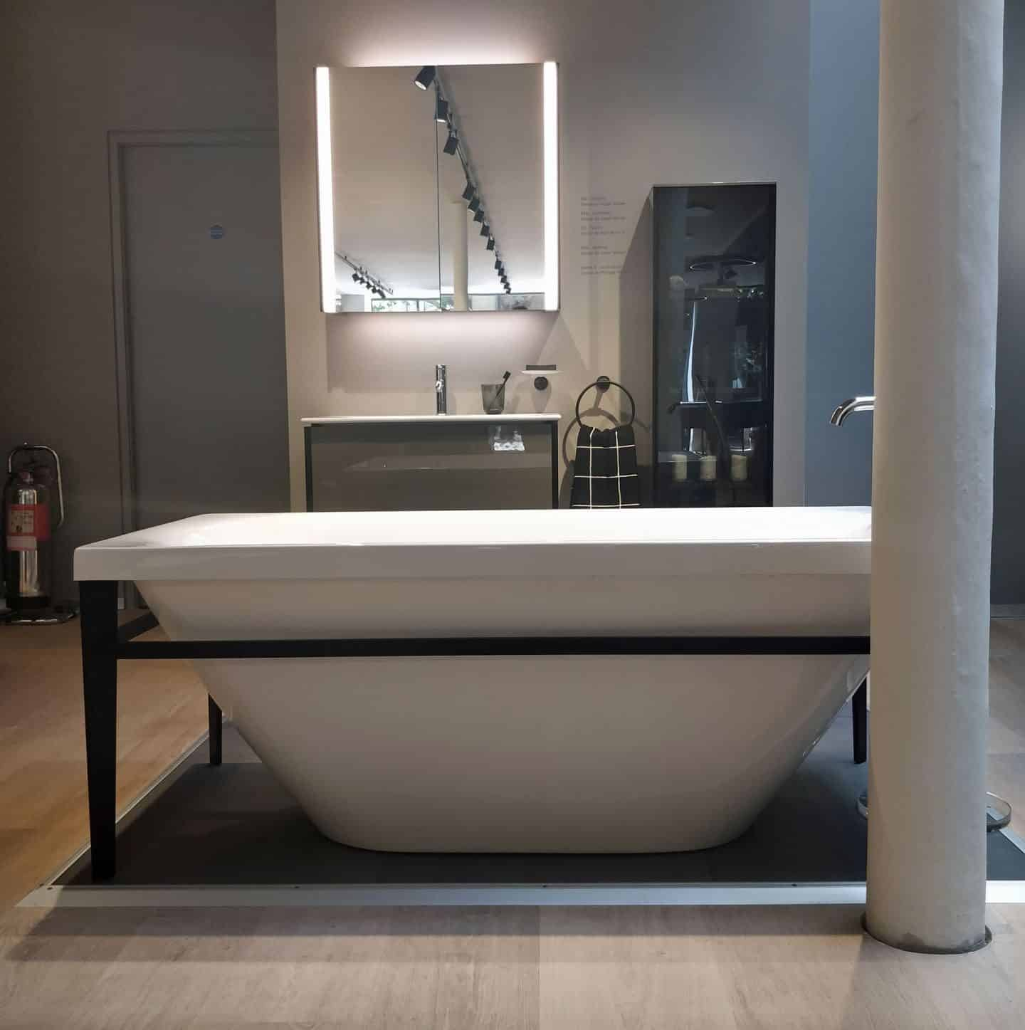 Viu /XViu bathtub in the Duravit Showroom in Clerkenwell