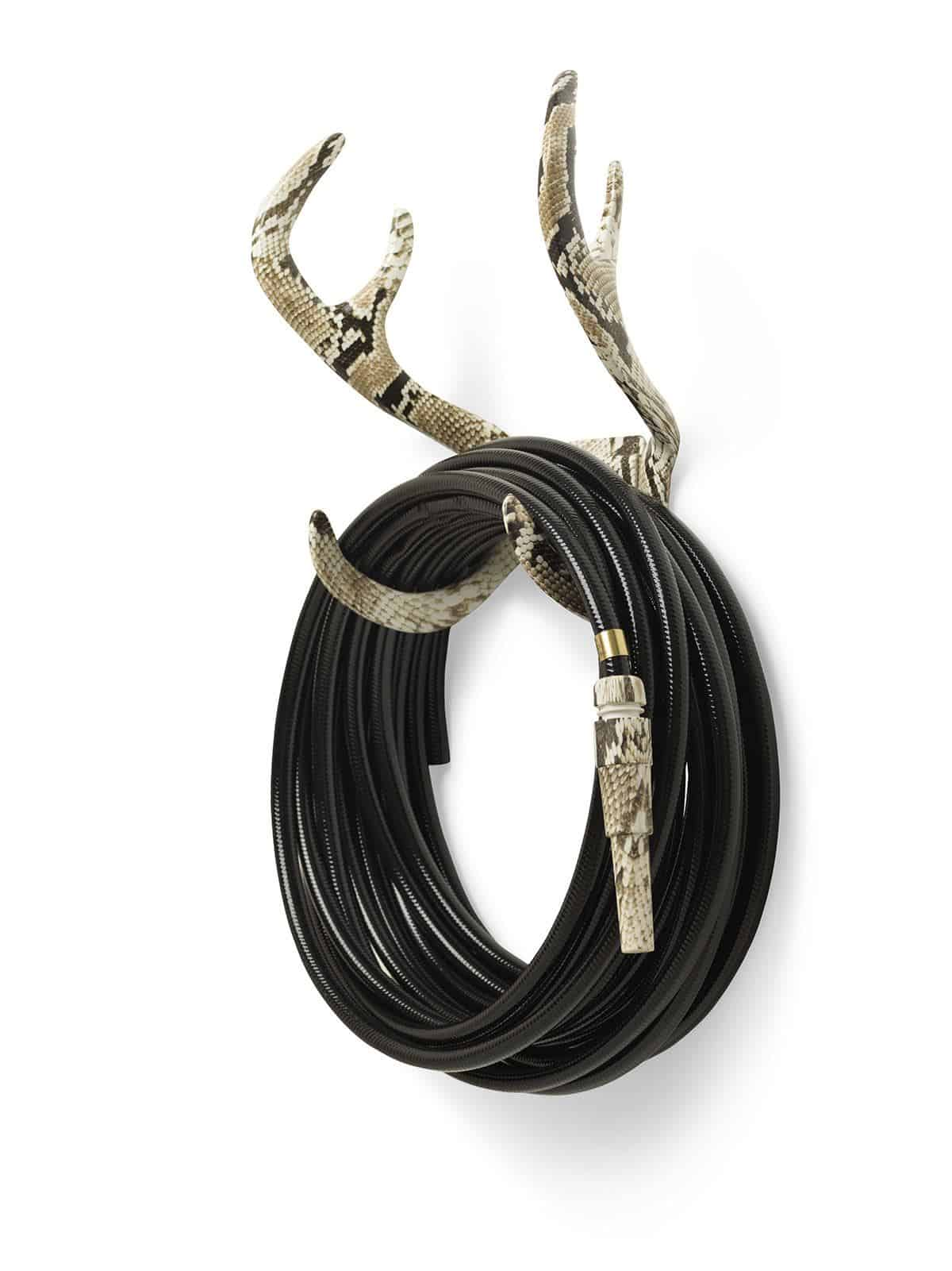 Garden Glory - Stylish garden equipment - black garden hose with snakeskin nozzle wall-mounted on snakeskin antlers