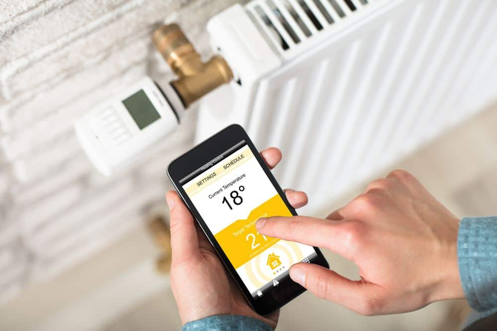 digital thermostatic radiator valve controlled by mobile phone