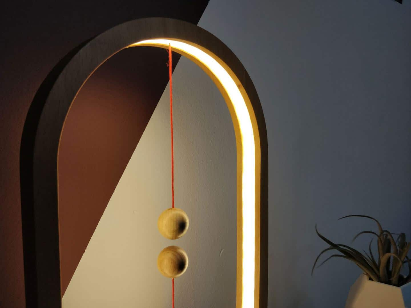 Close up of the Heng Balance Lamp by Enso & Paris