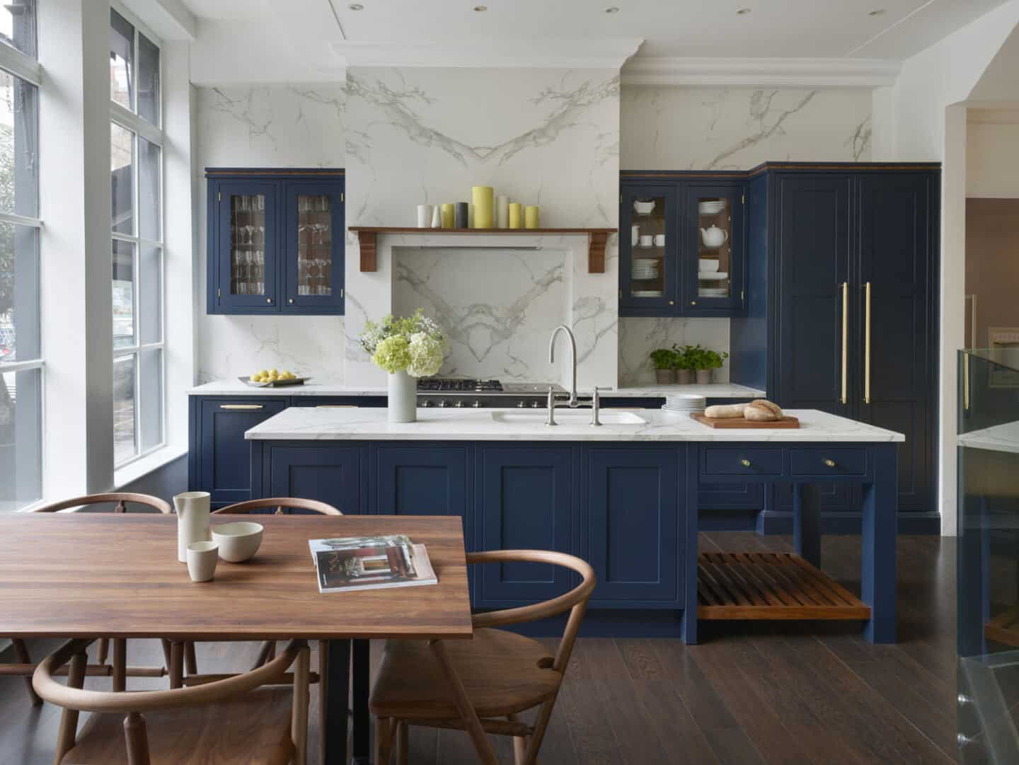 Get your dream kitchen on a budget. Ex Display Navy Blue Stoneham Knole Shaker kitchen from Used Kitchen Exchange.