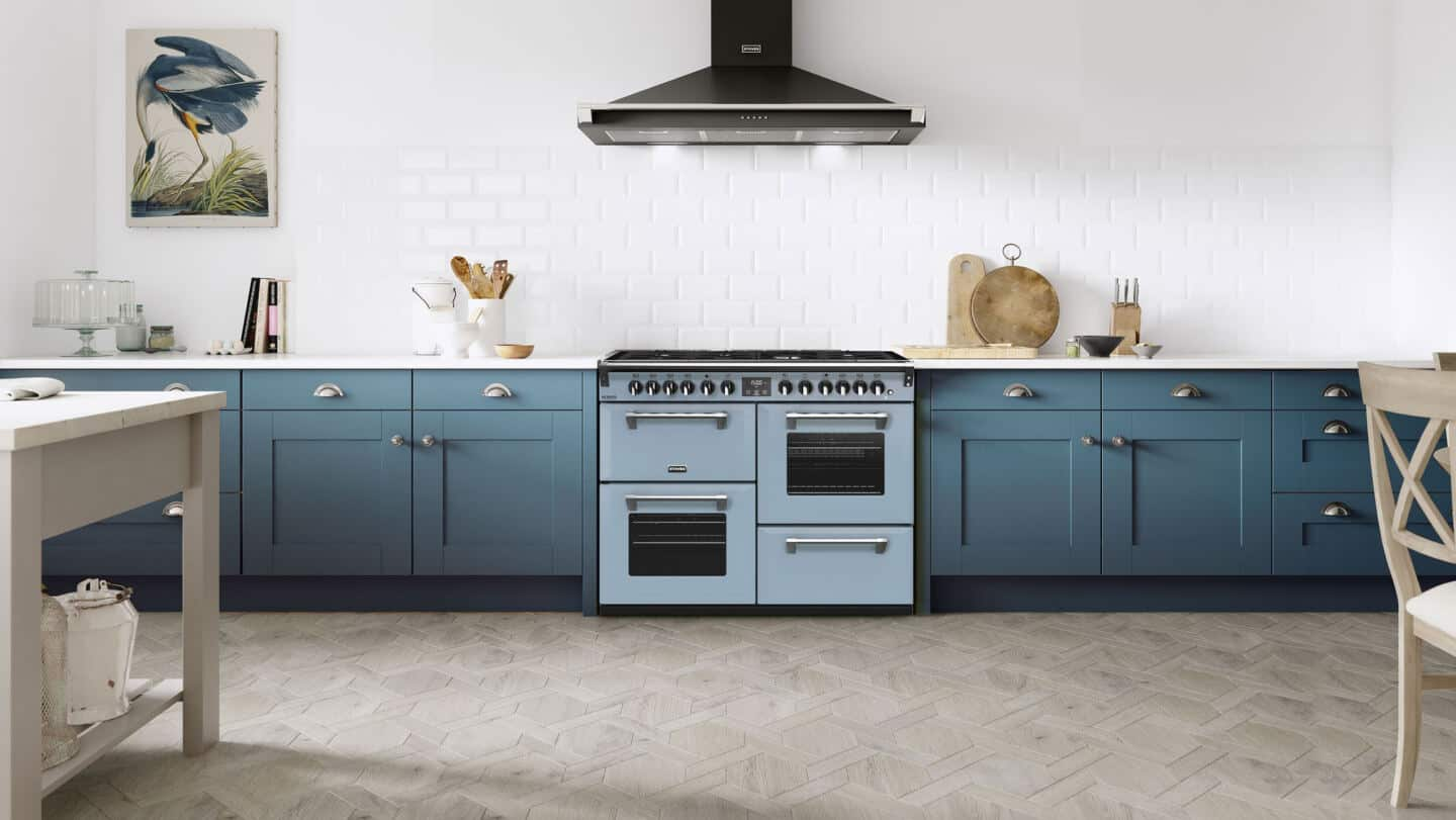 A kitchen featuring a Stoves Richmond Deluxe range cooker in Dulux Colour of the Year 2022 Bright Skies